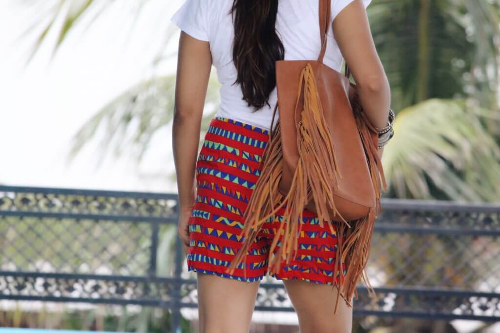 Shrizan Back Picture Hand Bag Red Shorts Focus
